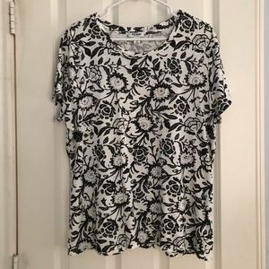 OLD NAVY BLACK AND WHITE T-SHIRT